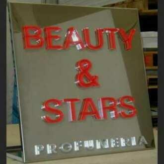 Plaque aluminium lettres plexiglas de 10 mm. Toutes en transparent, leur épaisseur de 10 mm rend une belle plaque avec écriture en relief.