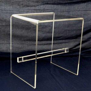 """Tabouret plexiglas transparent repose pieds ou table basse à """"U"""" inversée, il a una barre transversale carrée qui le renforce. In 10 mm, H50"""