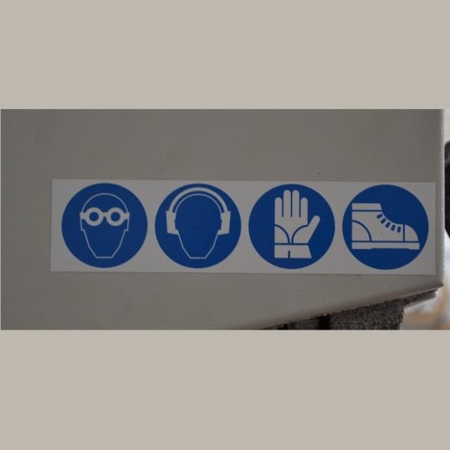 Plaques de sécurité pour machines et impression en série