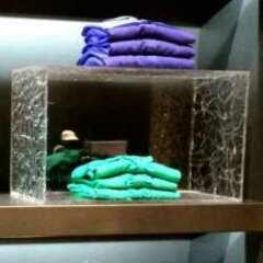 Cubes étagères plexiglas glacé boutique déjà décorés avec superficie frost glacée, donc finis. Distancez-les pour voir la leur particularité.