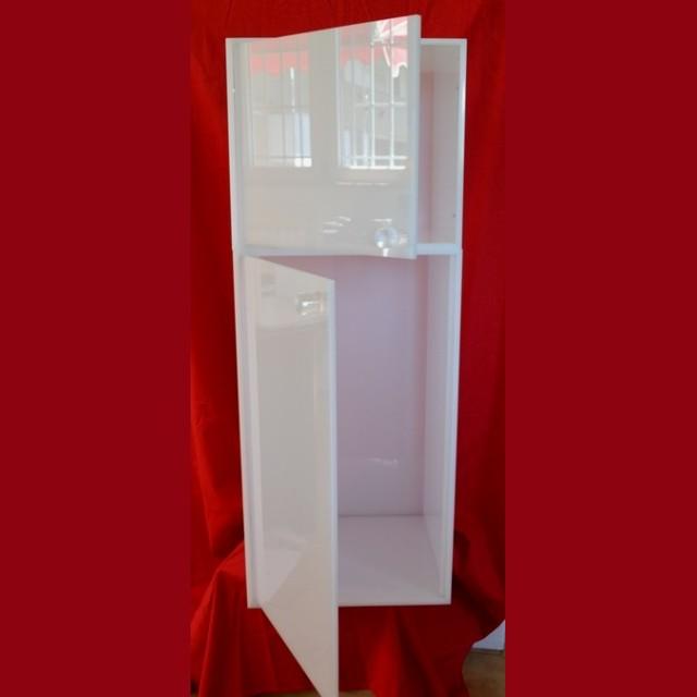 cubi modulari plexiglass aperti con anta sopra e modulo alto con anta