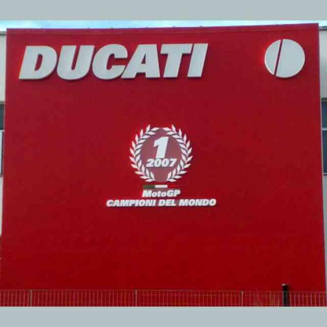 Panneau géant rouge lettres polystyrène Moto Champion
