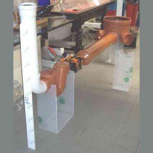 Présentoir plexiglas pour stand expo en transparent support de pièces de production industrielle. Epaisseur selon le poids. Ici 10 et 5mm.