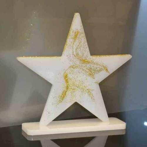 Le plexiglas pour l'étoile de Noël. Présentez vos produits avec le brillant et joyeux plexiglas, de potentiels vos clients deviendront actifs