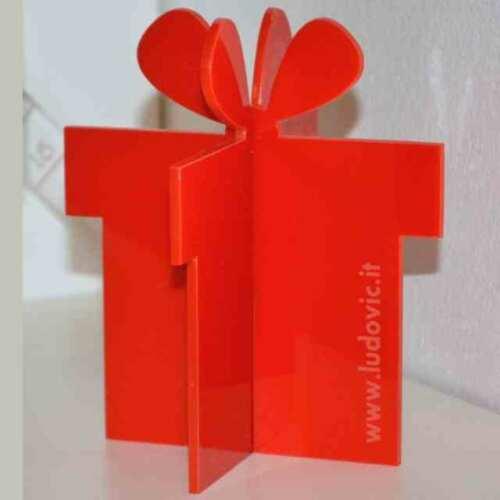 Paquets cadeau en plexiglas 3D. Marquage laser du logo de l'entreprise ou décorations de vitrine Noël avec 1 géant ou une myriade de petits?