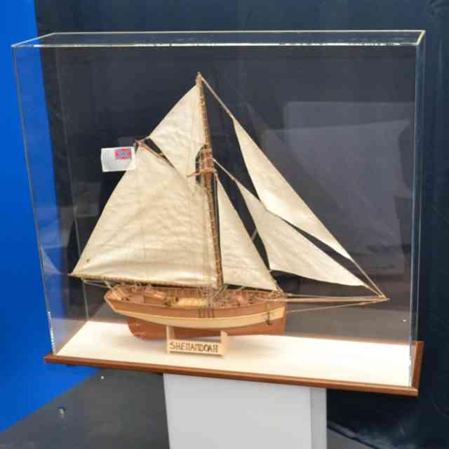 Teca di protezione plexiglass nave da modellismo