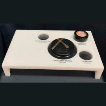 Espositore plexiglass opal e incisione per profumerie