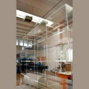 Belle Bibliothèque en plexiglas 7 étagères,16 modules. Totalement transparente, avec ses riflessi di luce, idéale pour tout mettre en valeur.