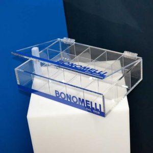 Coffret plexiglass à compartiments intercalaires et couvercle de Bonomelli, décorée du bleu intense de la marque. C'est un présentoir!