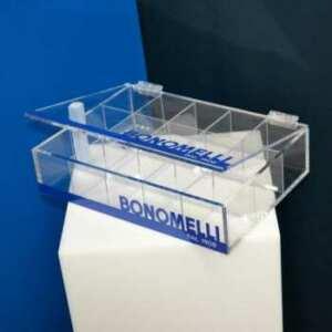 Scatola plexiglass coperchio e divisori della ditta Bonomelli, divisori ad incrocio, decorata delblu intenso del brand. E un espositore