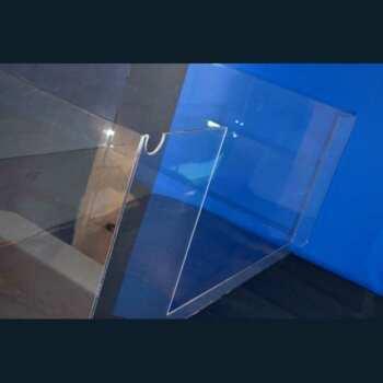 2 Carter de protection en polycarbonate sur mesure, assortis ont été nécessaires pour réaliser la protection des courroies de la machine-outils