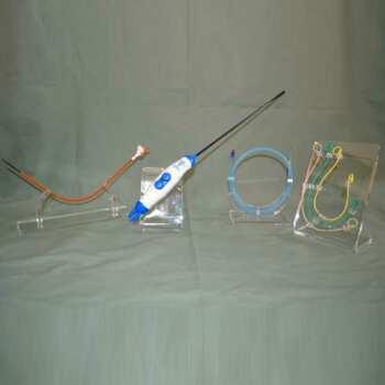 """Présentoir plexiglas porte matériel électronique doit exposer et maintenir le produit. Dans ce cas, c'est le présentoir à """" L """" le plus adapté"""