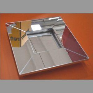 cadre en plexiglas miroir carré élégant. A utiliser seul ou avec photo, le tout sera un ensemble brillant. Le cadre mesure cm 45 x 45