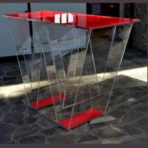 Bellissimo banco stand plexiglass a forma di W