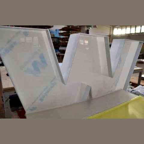 Lettera scatolata grande formato per insegna luminosa