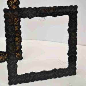 espositore per borse in plexiglass nero è prima fatto una cornice quadrata