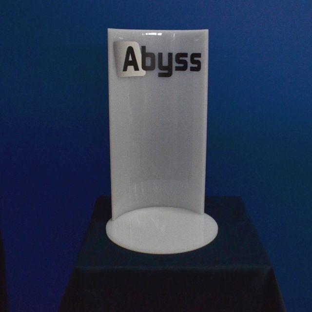 espositore plexiglass piegato a caldo e base tonda