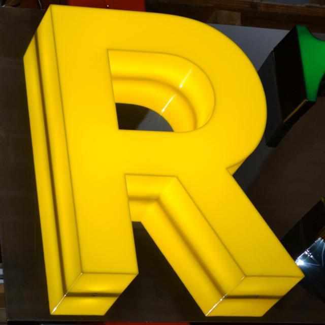 Lettres boîtier plexiglass jaune