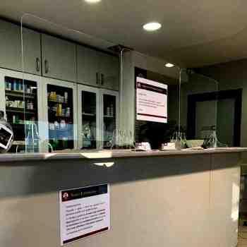 Front Office Protection de bureau en plexiglas anti contagion. Modèle standard prêt à être livré mais réalisé sur mesure en 24h