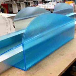 Protection en plexiglas transparent pour comptoir de produits alimentaires