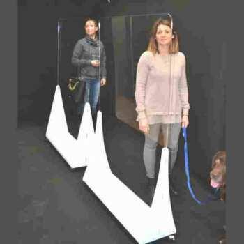 Schermi plexiglass da terra divisori anti covid